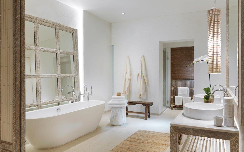 a stylish Thai hotel bathroom