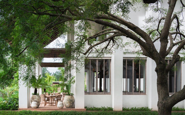 luxurious hotel garden